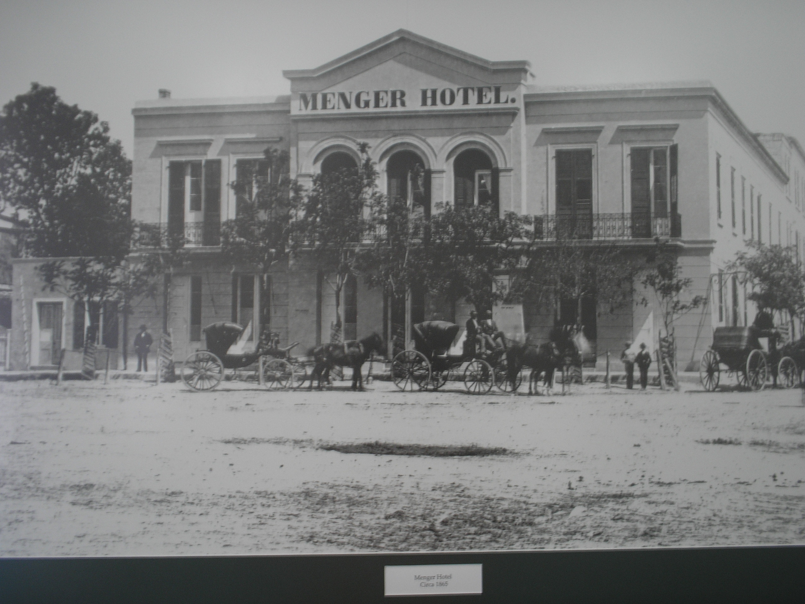 Menger Hotel, from the exterior